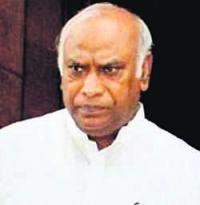 Appointing interim CBI chief illegal: Kharge to PM