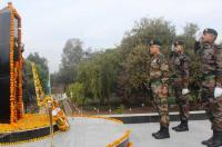 On Army Day, soldiers pay tributes to martyrs