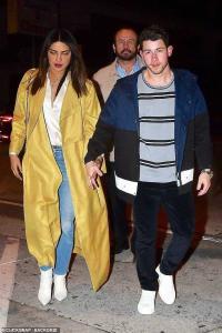 Hand-in-hand Priyanka Chopra, Nick Jonas head out for dinner