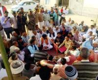 Hisar farmers on dharna over insurance claims