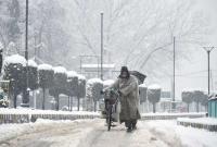 Heavy snow in J&K; roads closed, flights cancelled