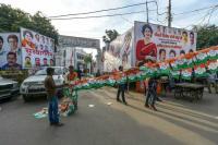 Priyanka bats for 'new' politics in UP