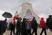 Iran flaunts army, taunts US