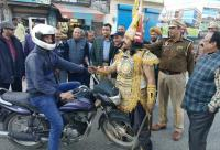 'Yamraj' offers roses to motorists
