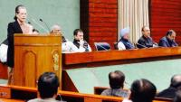 Sonia hails Rahul's leadership at CPP meet, attacks Modi for 'bluff'