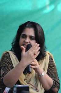 Gujarat cops quiz Teesta Setalvad, husband in fund embezzlement case