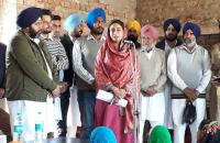 Harsimrat lashes out at Cong govt for 'misleading' people