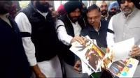 SAD burns photos of Sidhu's Pak visit before start of Punjab Budget session