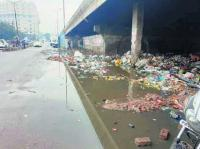 Stink from overflowing sewer nauseates shopkeepers, visitors at Scooter Market