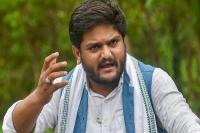 चुनाव से पहले हार्दिक को झटका, गुजरात HC ने सुनवाई से किया इंकार