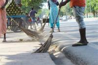 मैनपुरी के दो गांवों में तैनात 3 सफाई कर्मी निलंबित