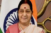 सुषमा की दो टूक- मसूद अजहर को भारत को सौंपे पाकिस्तान, फिर होगी बातचीत