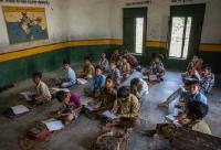 हर घर बिजली का वादा लेकिन 55,000 स्कूल आज भी अंधेरे में