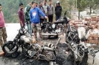 गोपेश्वरः सड़क किनारे खड़ी 3 बाइक में अचानक लगी आग, इलाके में मचा हड़कंप