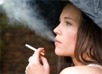 Women Health: सिगरेट पीने से महिलाओं को ज्यादा रहता है इन 10 बीमारियों का खतरा