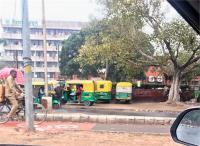 फुटपाथ पर खड़ी 257 गाडिय़ों के चालान कई जगह ट्रैफिक पुलिस की मेहरबानी