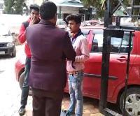 किताबों की जगह हथियार लेकर जाते है Kotshera के छात्र, ऐसे हुआ खुलासा (Watch Video)