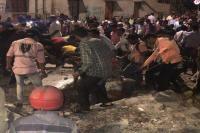 मुंबईः CST रेलवे स्टेशन के बाहर गिरा फुटओवर ब्रिज, कई लोग घायल