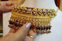 आभूषण कारोबारियों की सुस्त मांग से सोना 260 रुपए गिरा, चांदी भी पड़ी फीकी