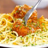 स्पेगेटी विद चिकन मीट बॉल