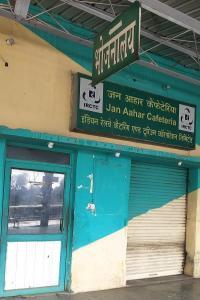 पठानकोट कैंट रेलवे स्टेशन पर आई.आर.सी.टी.सी. का भोजनालय बंद