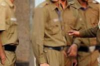 पुलिस पर ग्रामीणों का हमला, चाकू की नोक पर अपराधी को छुड़ाया
