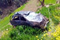 दर्दनाक हादसा : 200 मीटर खाई में गिरी कार, महिला की मौत-5 घायल