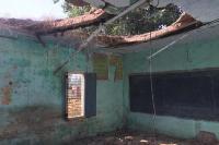 3 वर्ष से असुरक्षित घोषित बिल्डिंल में पढ़ाई करे रहे मंडीरा वाला स्कूल के विद्यार्थी