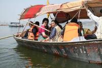 गंगा की लहरों पर नाव में सवार होकर पूर्वांचल की सीटें साधने निकलीं प्रियंका