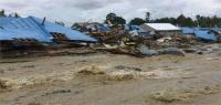 इंडोनेशिया बाढ़ में मृतकों की संख्या हुई 77, मलबे में जिंदा मिला 5 माह का बच्चा (PICS)