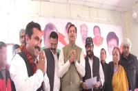 लोकसभा चुनावों के चलते नेताओं का दल-बदल जारी, 2 दर्जन से अधिक नेताओं ने कांग्रेस का थामा दामन
