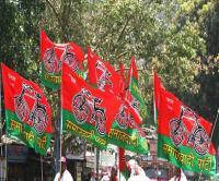 लोकसभा चुनाव से पहले BJP को बड़ा झटका, सैंकड़ों प्रमुख लोग SP में हुए शामिल
