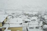 पहाड़ी इलाकों में होली पर पड़ी खराब मौसम की मार, बारिश और बर्फबारी से तापमान में आई गिरावट