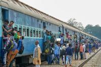 होली के मौके पर रेलवे देशभर में चला रही स्पेशल ट्रेनें, चेक कर लें लिस्ट