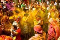 देशभर में रंगों के त्योहार की धूम, PM मोदी, राष्ट्रपति और राहुल ने दी होली की शुभकामनाएं