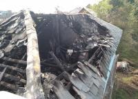 आसमानी बिजली गिरने से मकान में लगी आग, आंखों के सामने खाक जिंदगी भर की कमाई