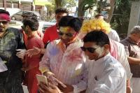 कुमार विश्वास पर भी चढ़ा होली का रंग, जमकर लगाए ठुमके(Video)