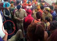 शिमला में होली पर हंगामा, युवकों ने पुलिस के जवानों को पीटा (Watch Video)