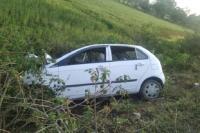 अनियंत्रित कार ने बाइक सवार परिवार को कुचला, 3 की मौत 5 घायल