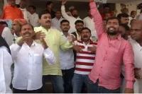 बिहार महागठबंधन में सीट शेयरिंग से पहले कांग्रेस में घमासान, कार्यालय के बाहर कार्यकर्ताओं का प्रदर्
