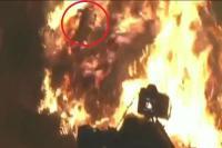 वर्षों पुरानी परंपरा को साकार करते मथुरा में मनाई गई अनोखी होली, आग से निकला पंडा