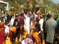 पालमपुर के इस स्थान में मनाई फूलों की होली, वडाली के तरानों पर झूमे विदेशी(Video)
