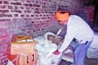 गोदाम का ताला तोड़कर एक लाख रुपए का सामान चोरी