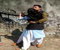 योगी सरकार के तमाम दावें फेलः छात्रा के साथ 4 युवकों ने की बदसलूकी, वीडियो वायरल