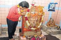हनुमान की शरण में पहुंचे राज बब्बर, चुनाव में जीत के लिए लगाई अर्जी