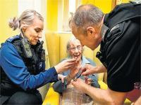 पुलिस ने 104 साल की वृद्धा को किया गिरफ्तार, वजह कर देगी हैरान (PICS)