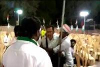 कांग्रेस कार्यकर्ताओं की गुंडागर्दी, खाली कुर्सियों की तस्वीर लेने पर पत्रकार से की मारपीट(Video)