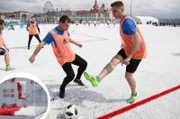 FIFA विश्व कप में इस्तेमाल बीयर की बोतलें रिसाइकिल कर रूस ने बना दिया फुटबॉल मैदान