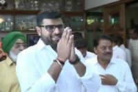 दिग्विजय ने अभय को बताया पिता और परछाई के नीचे उभरने वाला नेता
