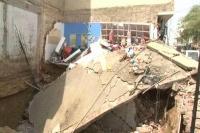 बेसमेंट खुदाई के दौरान गिरी दुकान, अवैध तरीके से हो रही थी बेसमेंट की खुदाई